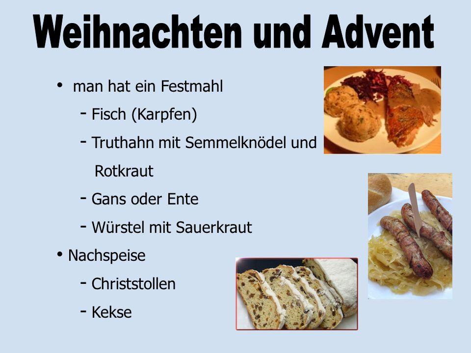 man hat ein Festmahl - Fisch (Karpfen) - Truthahn mit Semmelknödel und Rotkraut - Gans oder Ente - Würstel mit Sauerkraut Nachspeise - Christstollen -