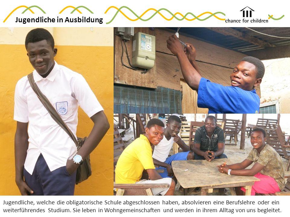 Jugendliche, welche die obligatorische Schule abgeschlossen haben, absolvieren eine Berufslehre oder ein weiterführendes Studium.