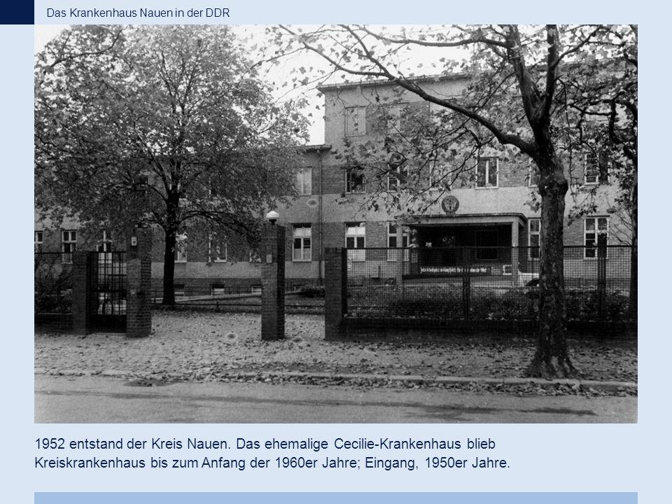 1952 entstand der Kreis Nauen. Das ehemalige Cecilie-Krankenhaus blieb Kreiskrankenhaus bis zum Anfang der 1960er Jahre; Eingang, 1950er Jahre. Das Kr
