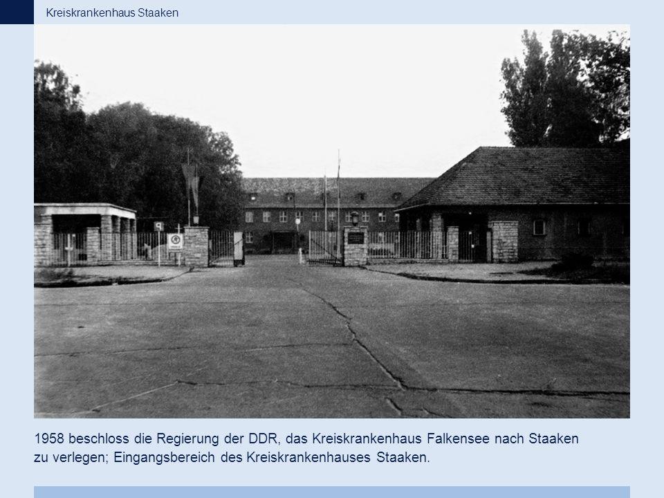 1958 beschloss die Regierung der DDR, das Kreiskrankenhaus Falkensee nach Staaken zu verlegen; Eingangsbereich des Kreiskrankenhauses Staaken. Kreiskr