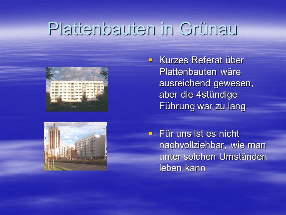 Plattenbauten in Grünau  Kurzes Referat über Plattenbauten wäre ausreichend gewesen, aber die 4stündige Führung war zu lang  Für uns ist es nicht nachvollziehbar, wie man unter solchen Umständen leben kann