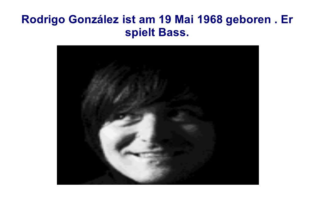 Rodrigo González ist am 19 Mai 1968 geboren. Er spielt Bass.