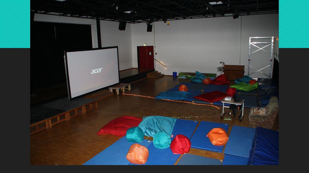 Dekoration/Raumgestaltung Gruppe  Infoblatt an alle Sportkollegen erstellen, da wir die Matten für das Kino brauchten  25 Matten, 4 große Matten, 10