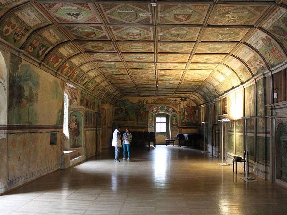 Der prunkvolle Rittersaal aus dem 16. Jahrhundert mit den mittelalterlichen Wandverkleidungen und den Malereien zählt zu den größten Schätzen Salzburg