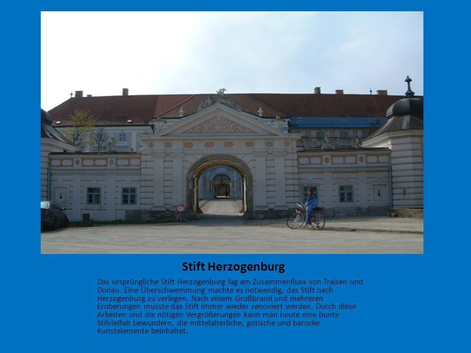 Stift Herzogenburg Das ursprüngliche Stift Herzogenburg lag am Zusammenfluss von Traisen und Donau. Eine Überschwemmung machte es notwendig, das Stift