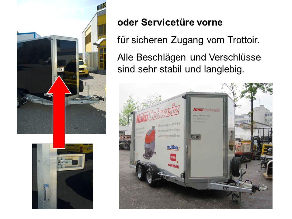 oder Servicetüre vorne für sicheren Zugang vom Trottoir.