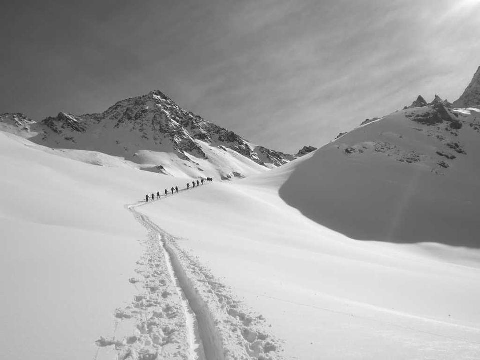 Klettergärten: die Position des Alpenvereins 1.Der Alpenverein als größter Interessenvertreter der Klettersportler erkennt die große Bedeutung modern ausgestatteter und gut betreuter Klettergärten für den Klettersport.