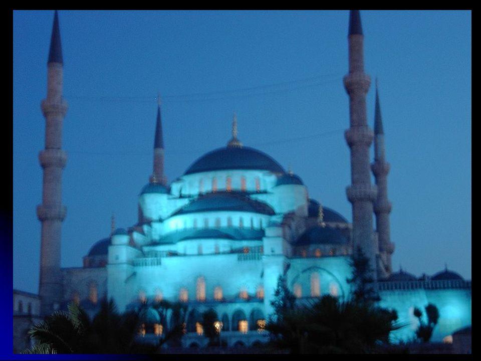 Die blaue Moschee (Sultan – Ahmet Moschee) wurde um 1609 in Auftrag gegeben und bis 1616, ein Jahr vor dem Tod des Sultans erbaut.