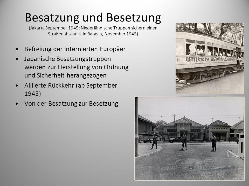Besatzung und Besetzung (Jakarta September 1945; Niederländische Truppen sichern einen Straßenabschnitt in Batavia, November 1945) Befreiung der inter