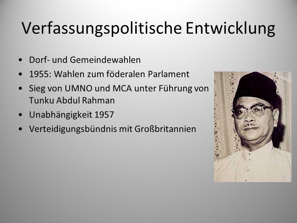 Verfassungspolitische Entwicklung Dorf- und Gemeindewahlen 1955: Wahlen zum föderalen Parlament Sieg von UMNO und MCA unter Führung von Tunku Abdul Ra