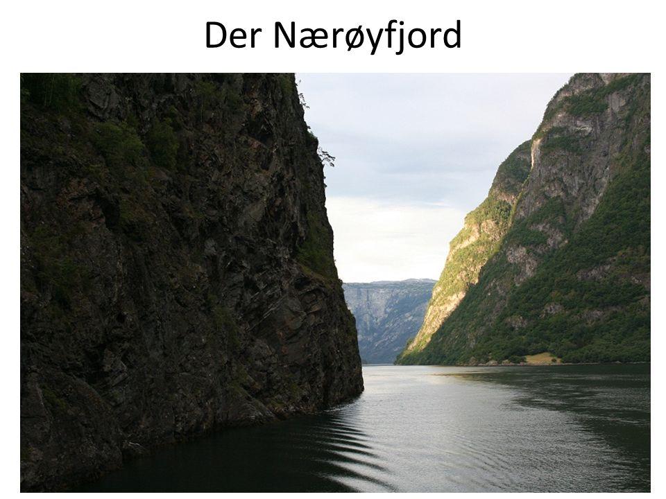 Entstehung von Fjorde Fjorde entstehen durch Talgletscher, die von ihrem Ursprungsgebiet, dem Kar, durch bereits bestehende Flusstäler fließen.