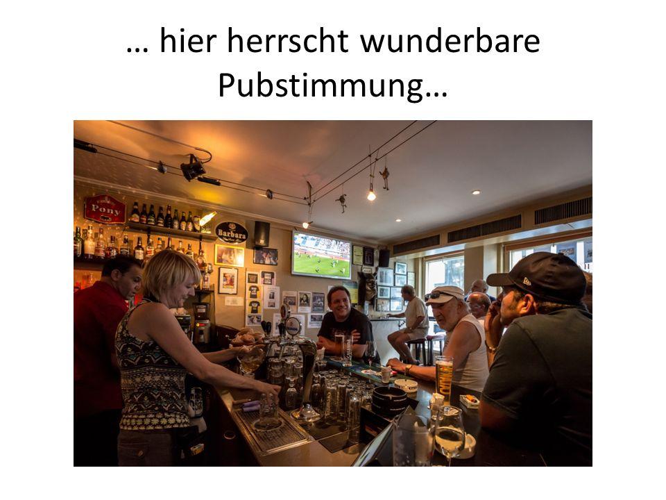 Auch am Bundesplatz in der Bar Capitol herscht gesellige Atmosphäre… (Bild: Pawel Streit)