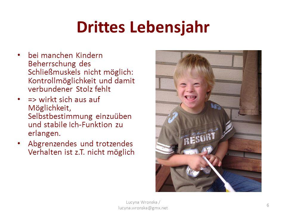 Drittes Lebensjahr bei manchen Kindern Beherrschung des Schließmuskels nicht möglich: Kontrollmöglichkeit und damit verbundener Stolz fehlt => wirkt s