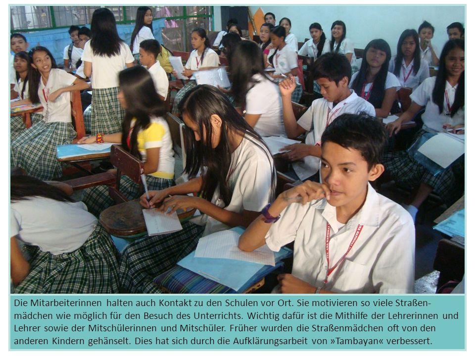 Die Mitarbeiterinnen halten auch Kontakt zu den Schulen vor Ort. Sie motivieren so viele Straßen- mädchen wie möglich für den Besuch des Unterrichts.