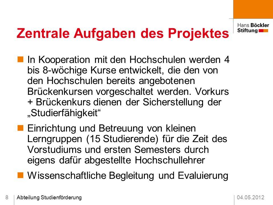 04.05.2012Abteilung Studienförderung Zentrale Aufgaben des Projektes In Kooperation mit den Hochschulen werden 4 bis 8-wöchige Kurse entwickelt, die den von den Hochschulen bereits angebotenen Brückenkursen vorgeschaltet werden.