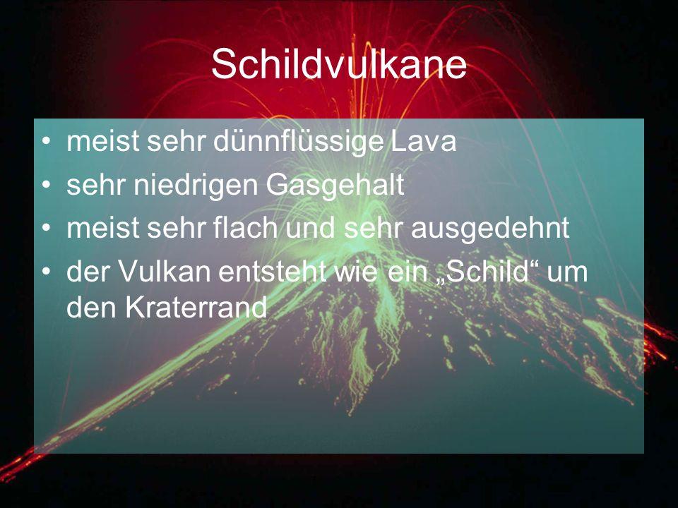 """Schildvulkane meist sehr dünnflüssige Lava sehr niedrigen Gasgehalt meist sehr flach und sehr ausgedehnt der Vulkan entsteht wie ein """"Schild"""" um den K"""