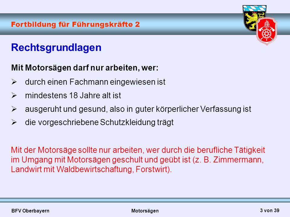 Fortbildung für Führungskräfte 2 BFV Oberbayern Motorsägen 24 von 39 Sicherheitsvorkehrungen  In Sicht- oder Rufverbindung zu anderen Personen arbeiten  Keine Eisen- oder Stahlkeile, nur Holz-, Leichtmetall- oder Kunststoffkeile verwenden  Zugseile oder Seilwinden richtig einsetzen  Freischalten von Freileitungen im Fallbereich veranlassen  Vorsicht beim Schneiden von gesplittertem Holz; es können abgesägte Holzstücke mitgerissen werden