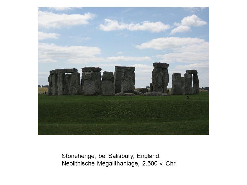 Stonehenge, bei Salisbury, England. Neolithische Megalithanlage, 2.500 v. Chr.