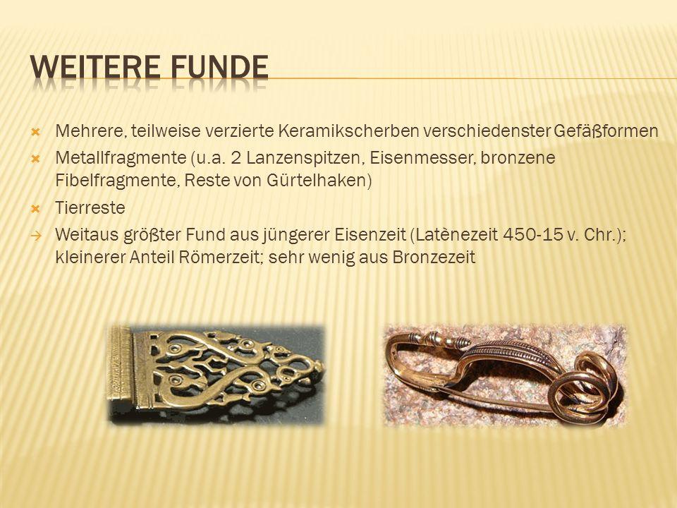  Mehrere, teilweise verzierte Keramikscherben verschiedenster Gefäßformen  Metallfragmente (u.a.