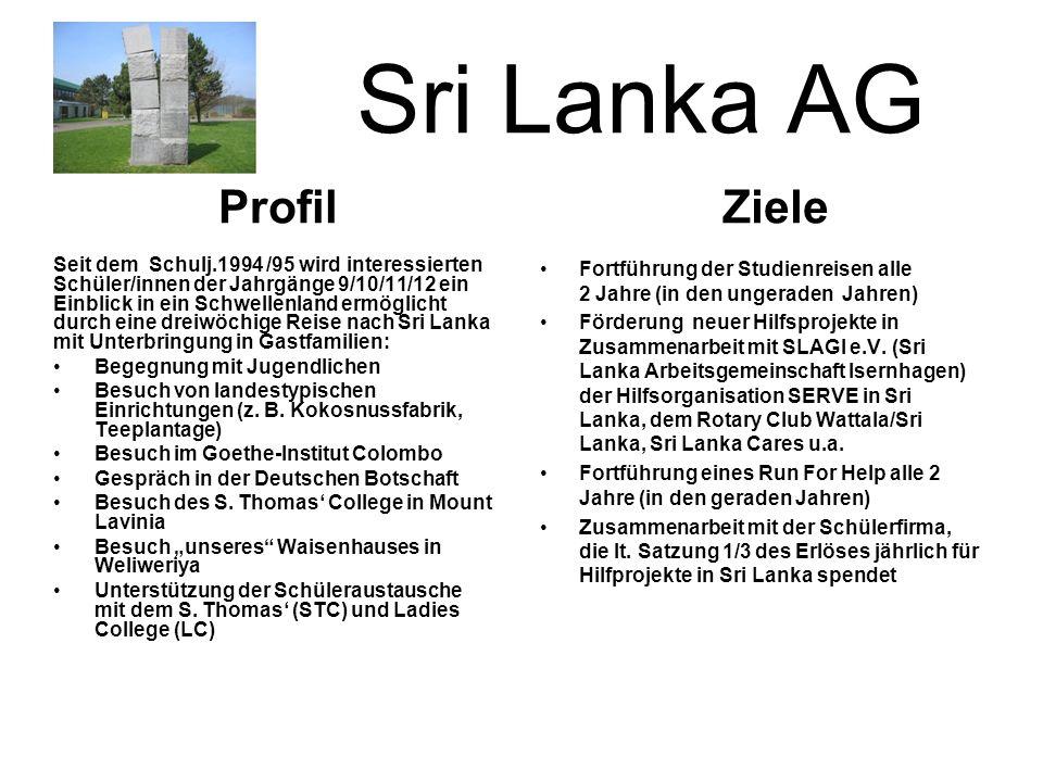 Sri Lanka AG Seit dem Schulj.1994 /95 wird interessierten Schüler/innen der Jahrgänge 9/10/11/12 ein Einblick in ein Schwellenland ermöglicht durch eine dreiwöchige Reise nach Sri Lanka mit Unterbringung in Gastfamilien: Begegnung mit Jugendlichen Besuch von landestypischen Einrichtungen (z.