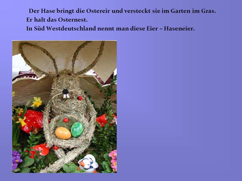 Der Hase bringt die Ostereir und versteckt sie im Garten im Gras.