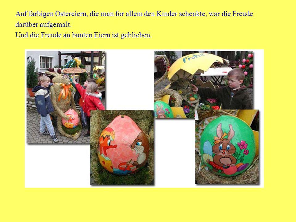 Auf farbigen Ostereiern, die man for allem den Kinder schenkte, war die Freude darüber aufgemalt.
