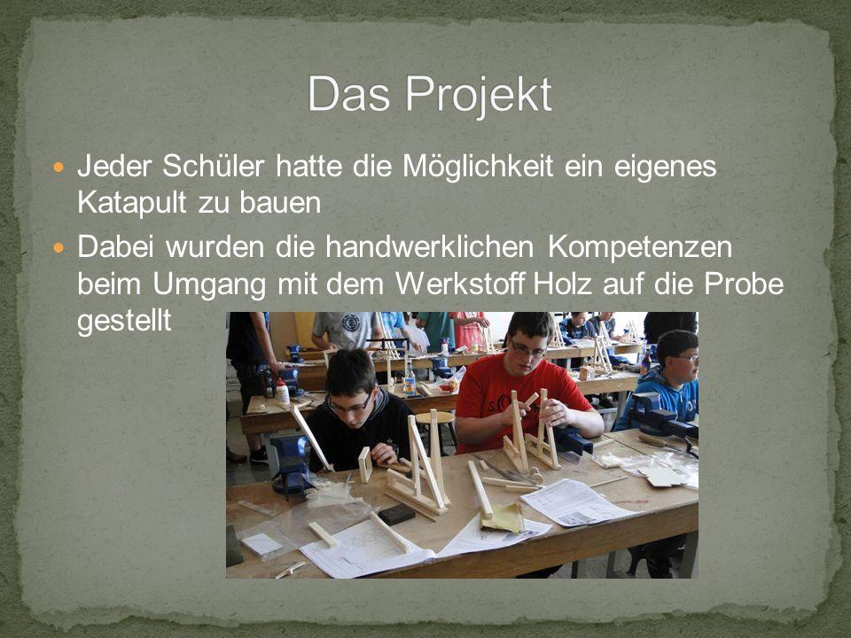 Jeder Schüler hatte die Möglichkeit ein eigenes Katapult zu bauen Dabei wurden die handwerklichen Kompetenzen beim Umgang mit dem Werkstoff Holz auf die Probe gestellt