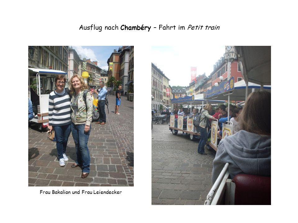 Ausflug nach Chambéry – Fahrt im Petit train Frau Bakalian und Frau Leiendecker