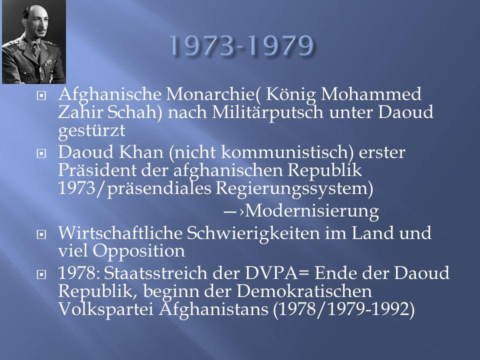  DVPA: Nationaldemokratische Partei mit kommunistischer Ausrichtung  DVPA wollte verschiedene Landreformen, Frauenrechtreformen, Modernisierung, Bildungsreformen und Industrialisierung  Dies wurde mit Zwang und Gewalt durchgesetzt ohne Rücksicht zu nehmen auf gesellschaftliche und soziale Bedingungen—›WIDERSTAND  Muschaheddin (Gotteskrieger/islamisch) nicht zufrieden mit DVPA und werden Widerstandskämpfer ---->Bürgerkrieg  1979 Sowjetische Truppen marschieren in Afghanistan ein, um DVPA- Macht zu sichern und um zu sichern, dass die Widerstandskämpfer nicht auf Sowjetische Gebiete übergreifen  Ost-West- Spannung steigt wieder an