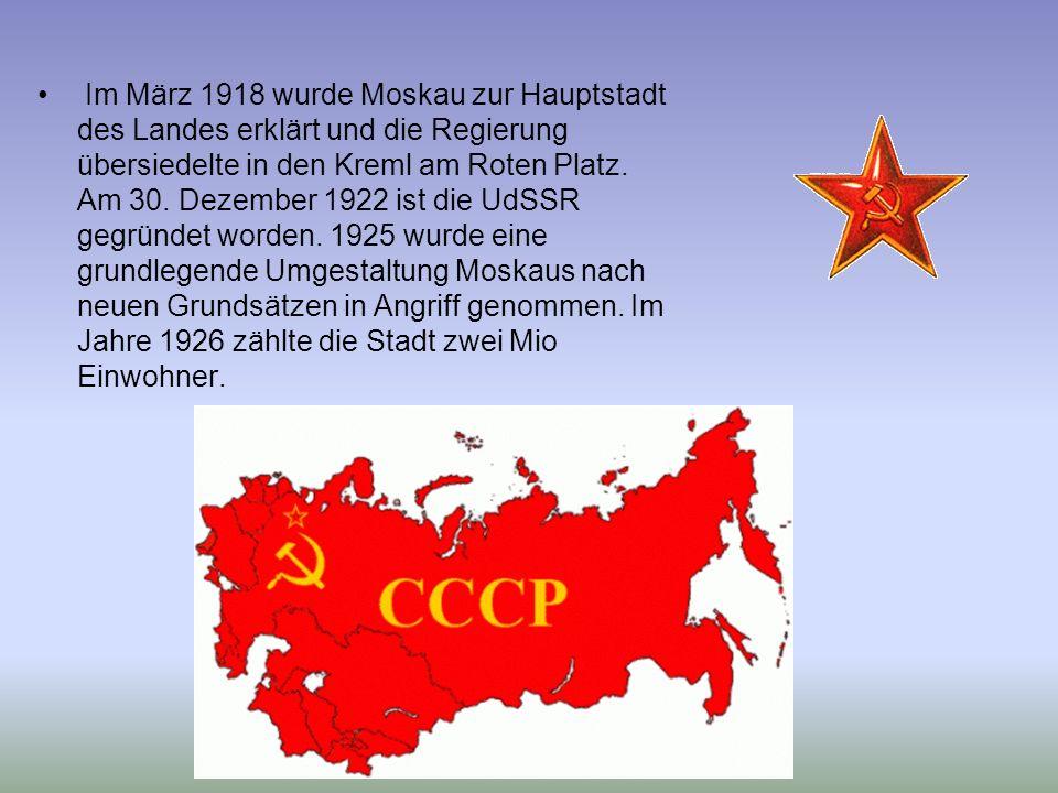 Im März 1918 wurde Moskau zur Hauptstadt des Landes erklärt und die Regierung übersiedelte in den Kreml am Roten Platz. Am 30. Dezember 1922 ist die U