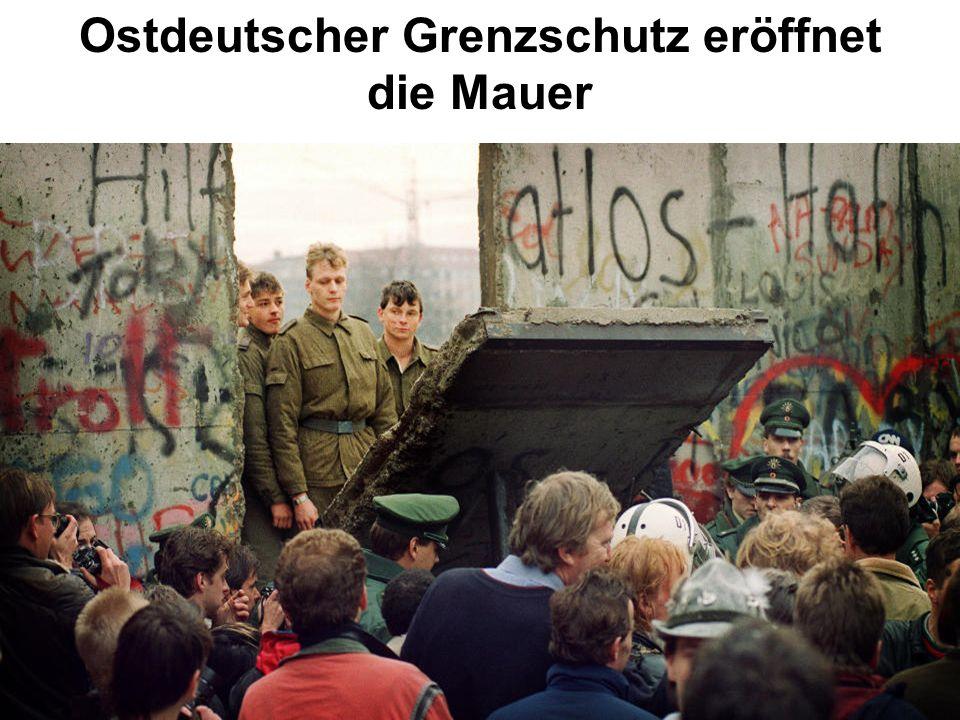 Ostdeutscher Grenzschutz eröffnet die Mauer