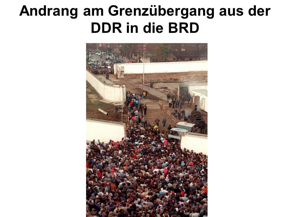Andrang am Grenzübergang aus der DDR in die BRD