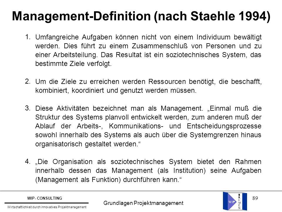 89 Management-Definition (nach Staehle 1994) Umfangreiche Aufgaben können nicht von einem Individuum bewältigt werden. Dies führt zu einem Zusammensch
