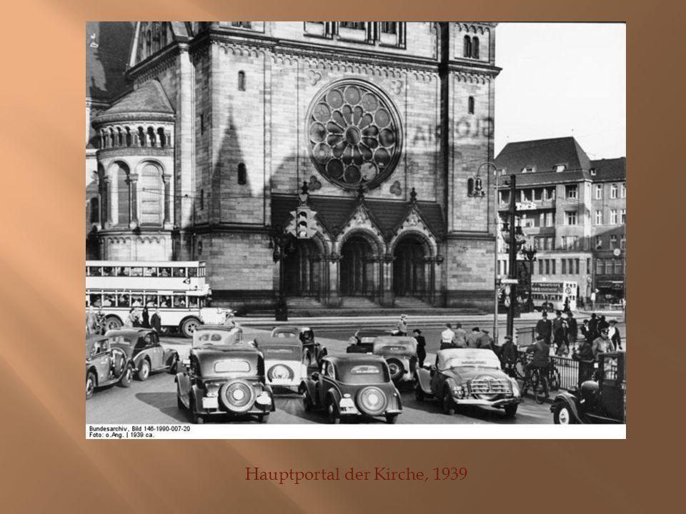 Hauptportal der Kirche, 1939