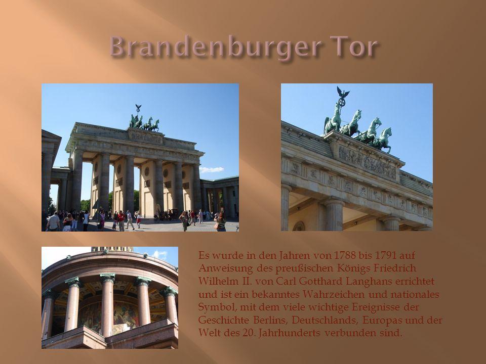 Es wurde in den Jahren von 1788 bis 1791 auf Anweisung des preußischen Königs Friedrich Wilhelm II. von Carl Gotthard Langhans errichtet und ist ein b