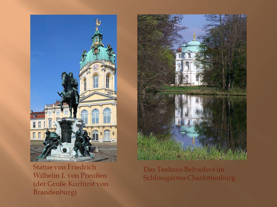 Statue von Friedrich Wilhelm I. von Preußen (der Große Kurfürst von Brandenburg) Das Teehaus Belvedere im Schlossgarten Charlottenburg