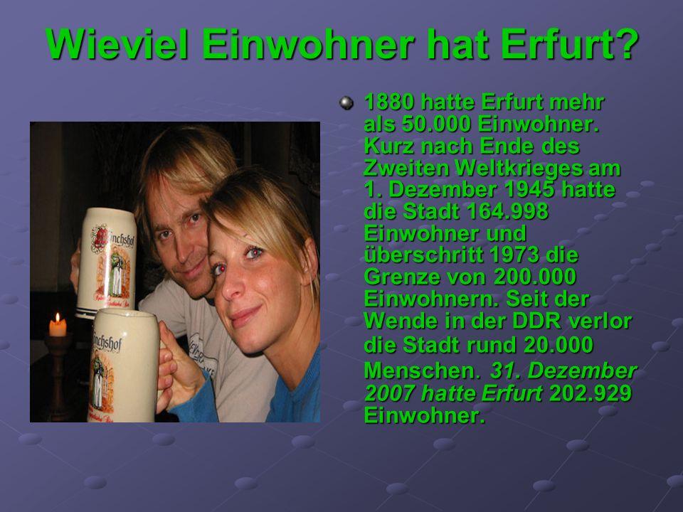 Wieviel Einwohner hat Erfurt? 1880 hatte Erfurt mehr als 50.000 Einwohner. Kurz nach Ende des Zweiten Weltkrieges am 1. Dezember 1945 hatte die Stadt
