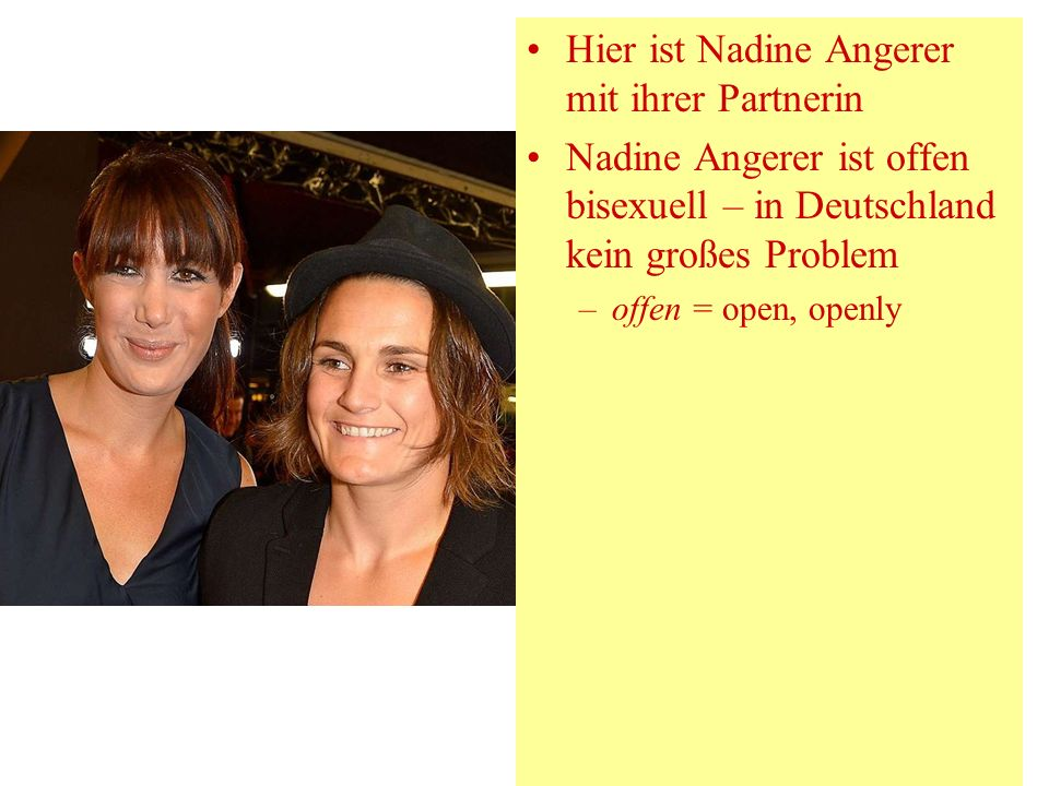 Hier ist Nadine Angerer mit ihrer Partnerin Nadine Angerer ist offen bisexuell – in Deutschland kein großes Problem –offen = open, openly