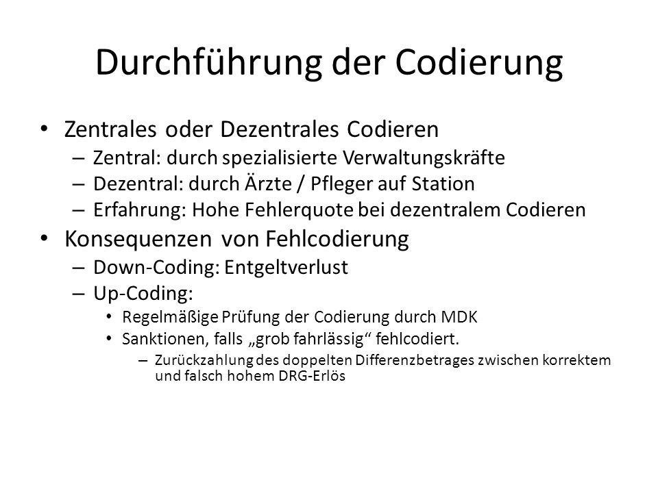 """Durchführung der Codierung Zentrales oder Dezentrales Codieren – Zentral: durch spezialisierte Verwaltungskräfte – Dezentral: durch Ärzte / Pfleger auf Station – Erfahrung: Hohe Fehlerquote bei dezentralem Codieren Konsequenzen von Fehlcodierung – Down-Coding: Entgeltverlust – Up-Coding: Regelmäßige Prüfung der Codierung durch MDK Sanktionen, falls """"grob fahrlässig fehlcodiert."""