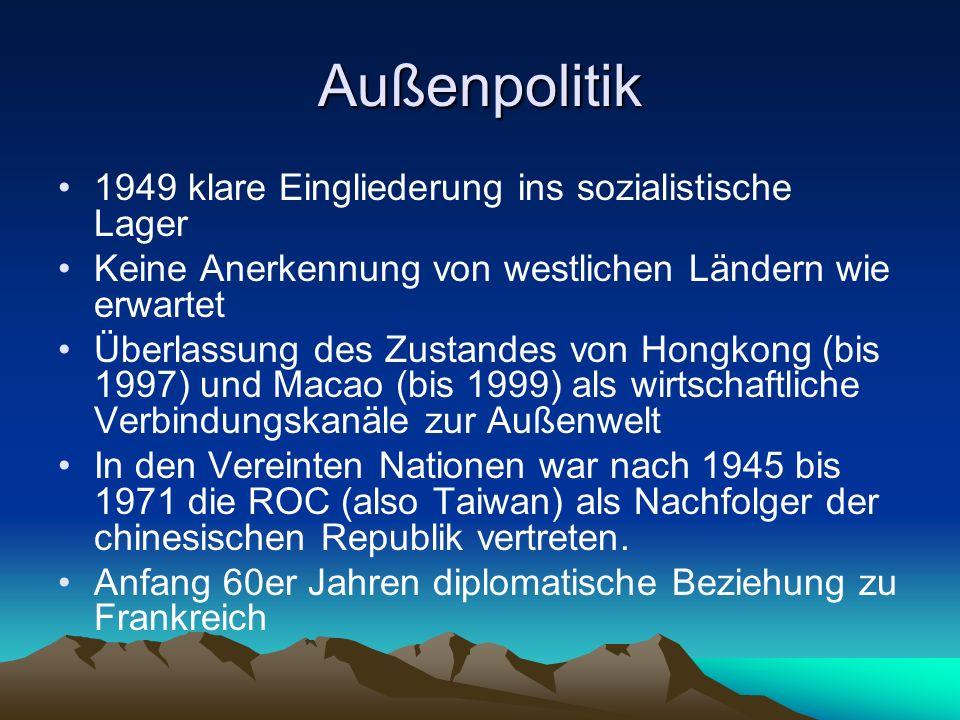 Außenpolitik 1949 klare Eingliederung ins sozialistische Lager Keine Anerkennung von westlichen Ländern wie erwartet Überlassung des Zustandes von Hon