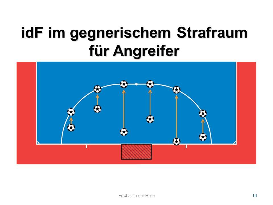 idF im gegnerischem Strafraum für Angreifer Fußball in der Halle16 Bild