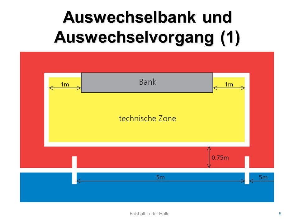 Auswechselbank und Auswechselvorgang (2) Fußball in der Halle7 Anzahl der Spieler pro Spiel: maximal 12 (TW + 4 Feldspieler) Auf der Bank: max.