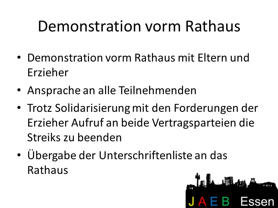 Demonstration vorm Rathaus Demonstration vorm Rathaus mit Eltern und Erzieher Ansprache an alle Teilnehmenden Trotz Solidarisierung mit den Forderunge