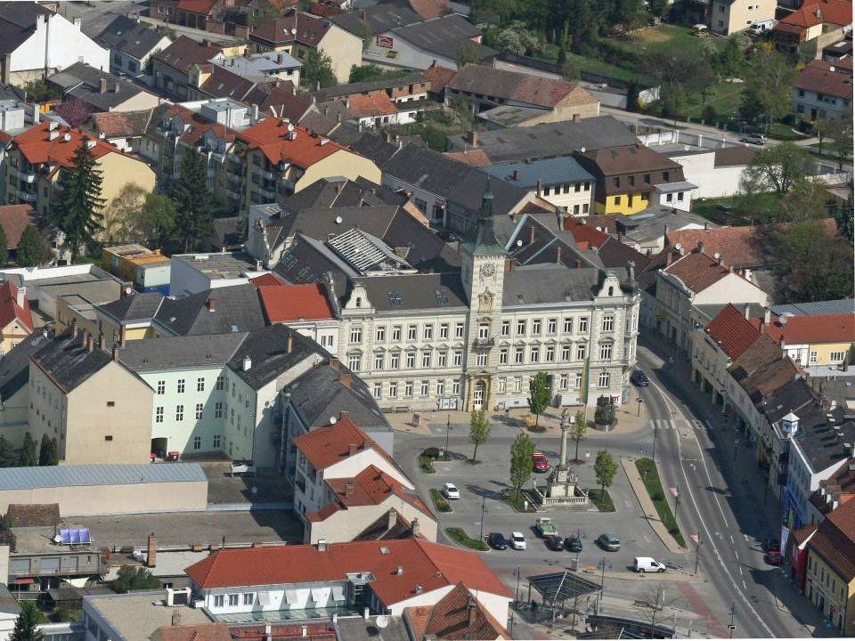Mistelbach Die Bezirkshauptstadt Mistelbach liegt im nord-östlichen Weinviertel, ca 30 km von der tschechischen und der slowakischen Grenze entfernt.