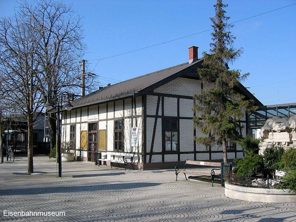 Deutsch-Wagram Marchfelderhof, Deutsch-Wagram ist eine Stadt im Bezirk Gänserndorf.