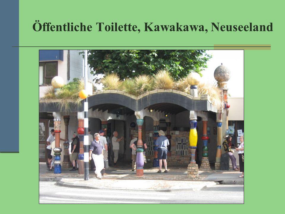 Öffentliche Toilette, Kawakawa, Neuseeland