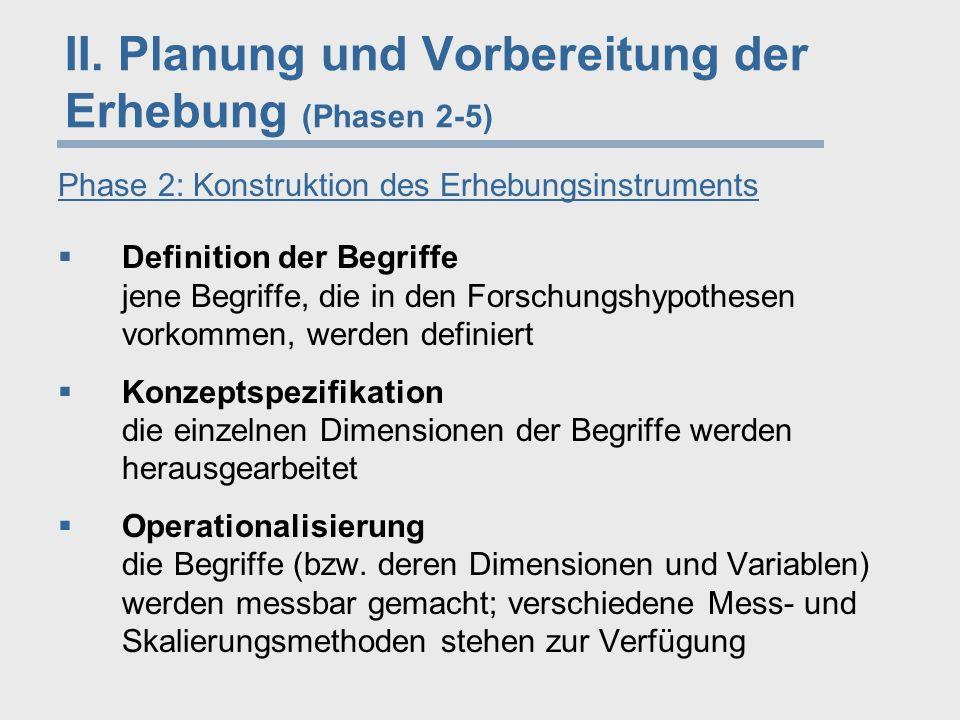 """Phase 2: Konstruktion des Erhebungsinstruments  Erhebungsinstrument: telefonische Befragung  Dimensionen des Umweltbewusstseins: Bewertungs-, Wissens- und Handlungsbereitschaftsdimension  Operationalisierung der Variable """"Umweltbewertung -Aussagen (Items), die jeweils zustimmend oder ablehnend beantwortet werden können -Fünfer-Skalen (Likert-Methode) Item C: """"Wenn wir so weitermachen wie bisher, steuern wir auf eine Umweltkatastrophe zu Item F: """"Nach meiner Einschätzung wird das Umweltproblem in seiner Bedeutung von vielen Umweltschützern stark übertrieben Beispiel 1 2 3 4 5 Grad der Zustimmung überhaupt nicht voll"""