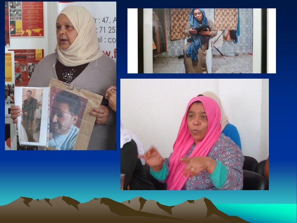 جمعية الأرض للجميع Verein Erde für alle Treffen mit Müttern von seit 2011 vermissten Jugendlichen 35.000 junge Menschen wanderten zwischen 12/2010 und 03/2011 aus, davon 55% aus der Hauptstadt (aktive TeilnehmerInnen an der Revolution), 25% sind SchülerInnen.