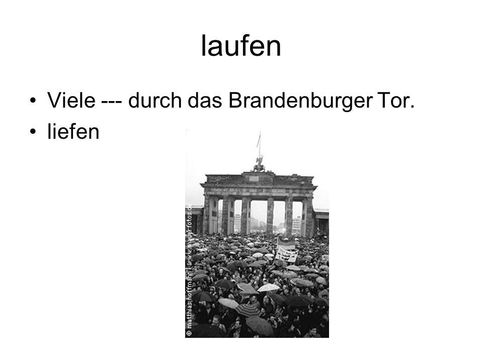 laufen Viele --- durch das Brandenburger Tor. liefen
