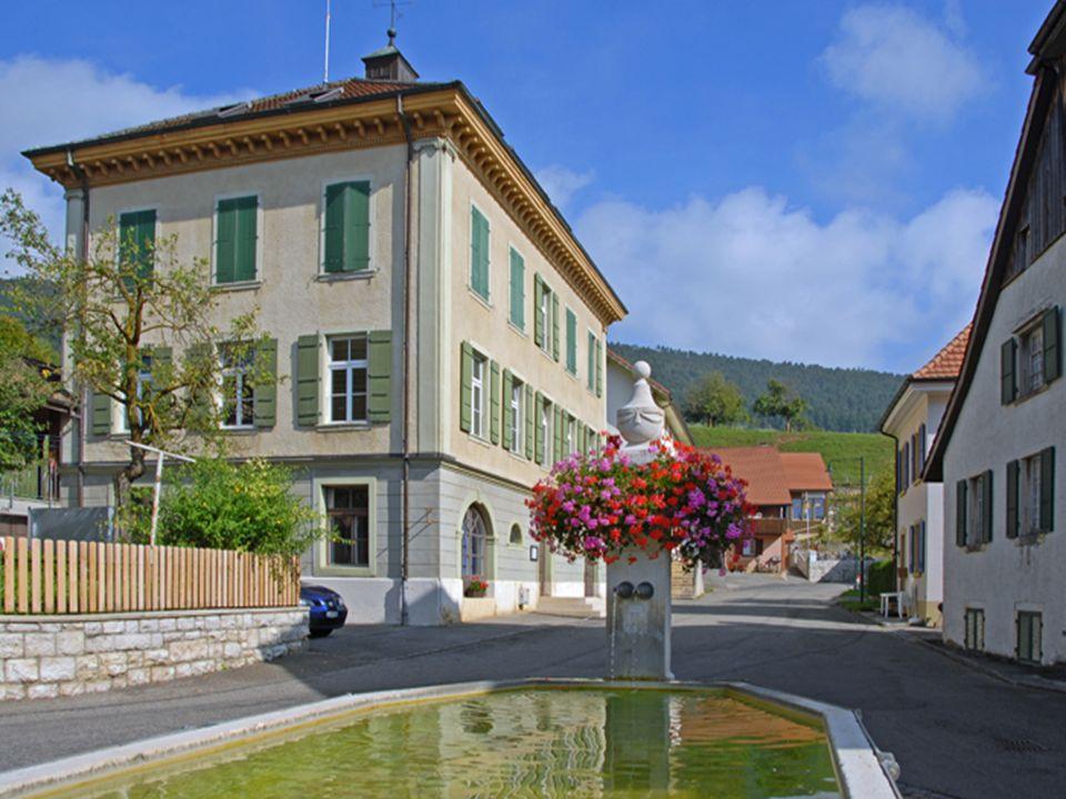 Im «Alten Schulhaus» befindet sich die Gemeindeverwaltung.